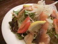 【新メニュー!】燻製サーモンのサラダ