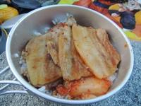 山めし:豚バラキムチ丼~手間なし・簡単・おいしい山めしレシピ
